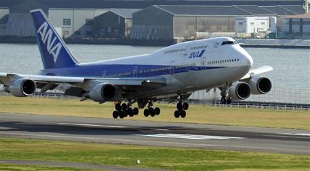 ジャンボジェットの愛称で40年以上親しまれ、優雅なシルエットから「空の女王」とも呼ばれたボーイング747が31日の運航を最後に、日本の旅客航空会社から姿を消した。羽田空港から同日朝に全日空の那覇行きが出発、折り返しの羽田行きが最終フライトとなった。