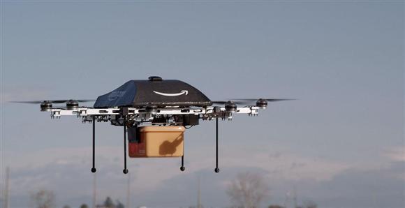 アマゾンが公開した無人機による配達試験(アマゾン・ドット・コム提供、共同)
