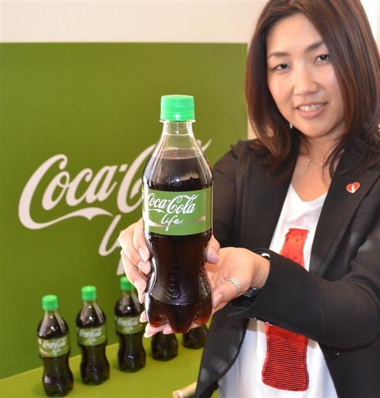日本コカ・コーラが3月に発売した「コカ・コーラ ライフ」=東京都中央区