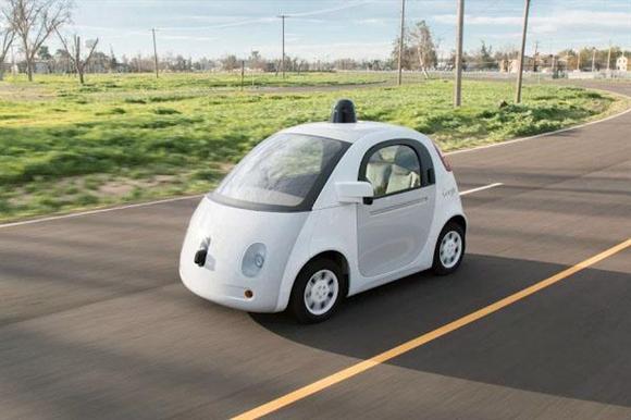 今夏に公道で試験走行を開始した米グーグルの自動運転車(グーグル提供・共同)