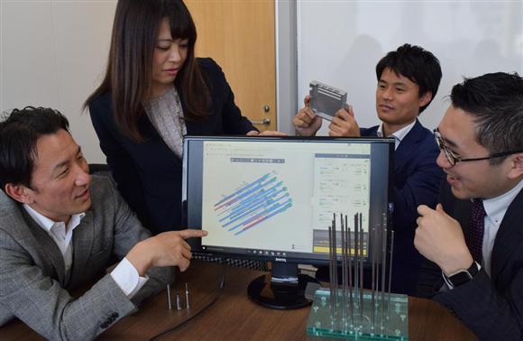 「メヴィー」の開発にあたった金型企業体事業開発室のメンバー。左がリーダーの吉田光伸さん