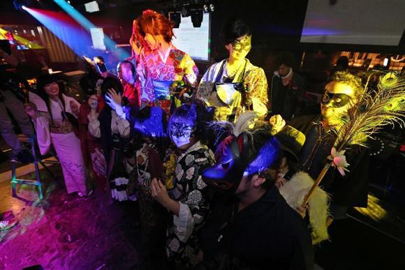 21年ぶりに復活した「マハラジャ祇園」=13日夜、京都市東山区(寺口純平撮影)