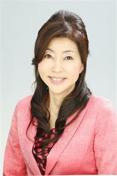 夫婦問題の悩みを解決するカウンセリング事業や、カウンセラーを育成する「岡野あつこのライフアップスクール」などを運営する、「カラットクラブ」代表取締役。NPO日本家族問題相談連盟理事長。1991年よりカウンセリング事業を開始、2万5000件以上のカウンセリング実績をもつ。