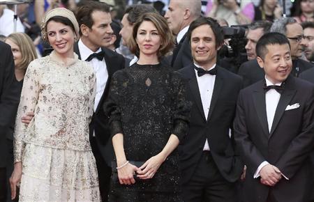 次フォト イラン女優の「キス」に母国で非難の声「女性は純粋無垢な存在」:イザ!
