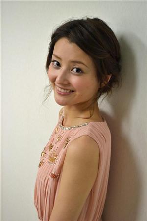 ピンクのワンピースの原田夏希