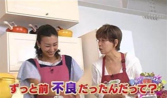 テレビ番組の料理コーナー「お助けレミさん!」にゲスト出演したプロフィギュアスケート選手でタレントの浅田舞さん(左)に「舞ちゃんてさ、不良だったんだって?」と突然切り込む平野レミさん