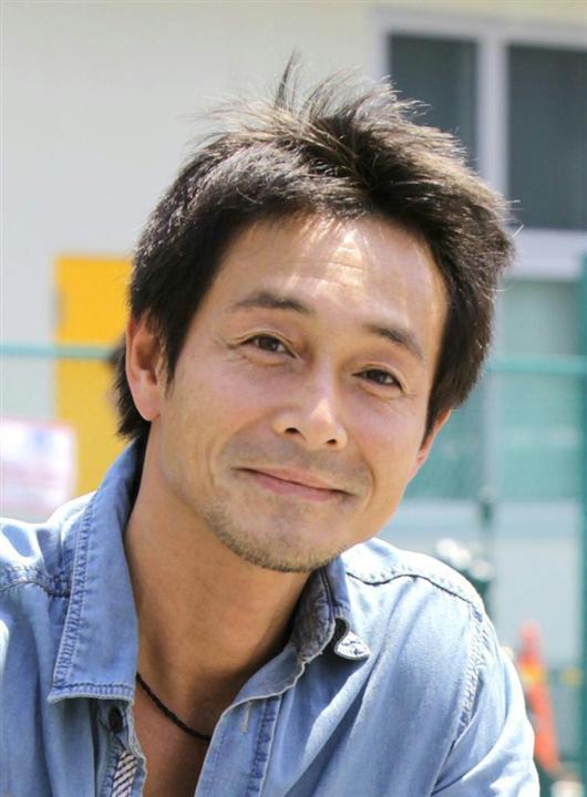 デニムシャツの吉田栄作