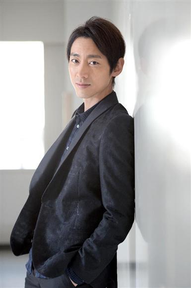 黒ジャケットの小泉孝太郎