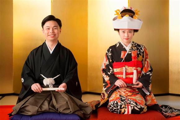 NHK「とと姉ちゃん」の17日放送で、和装での挙式シーンを披露する川栄李奈(右)と浜野謙太