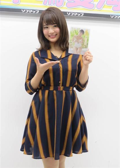 DVD「夏密」の発売イベントを行った平嶋夏海=東京・秋葉原