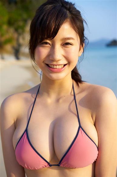 「週刊ヤングマガジン」でグラビアデューする小倉優香