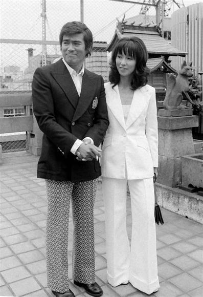 女優の野際陽子さん死去 81歳、「キイハンター」「ずっとあなたが好きだった」「TRICK」…:イザ!サイトナビゲーションPR女優の野際陽子さん死去 81歳、「キイハンター」「ずっとあなたが好きだった」「TRICK」…婚約発表した千葉真一さんと野際陽子さん=1972年9月14日、都内その他の写真PRPRPRトレンドizaアクセスランキングピックアップizaスペシャルPRPR得ダネ情報PR