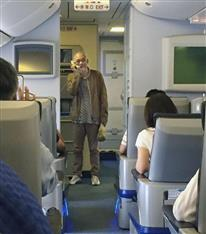 """松山千春、遅延機内で""""神""""熱唱!CAのマイクで対応「よく機長が許してくれた」"""