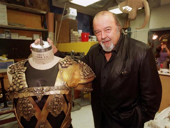 舞台衣装の脇に立つピーター・ホール氏=2000年9月、米コロラド州デンバー(AP)
