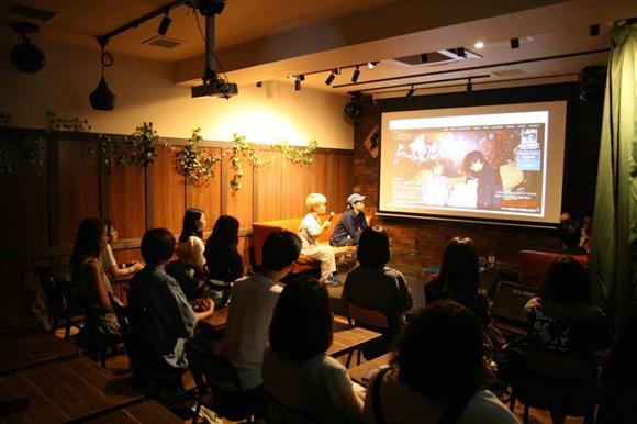 この日の上映は監督らのトークショー付きという特別版だった=東京都渋谷区のVANDALISM(藤井克郎撮影)