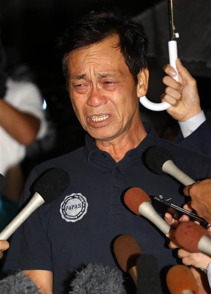 息子の清水良太郎が覚醒剤取締法違反で逮捕されたことについて、会見に臨む清水アキラ=東京都中野区(撮影・山田俊介)