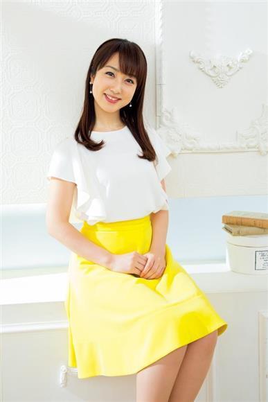 黄色のスカートの川田裕美