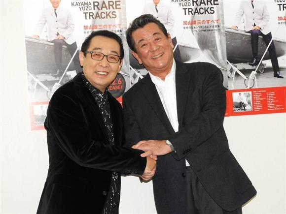 スペシャルライブを行った加山雄三(右)とゲストのさだまさし