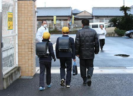 izaイザ 和歌山小5殺害 「子供がピリピリ」「とても不安」犯人逃走、厳戒の登校:... 和歌山