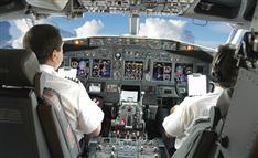 「操縦室、常時2人」体制、日本国内が未導入だった理由とは?