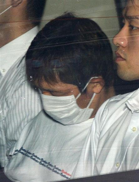 送検のため大阪地検に入る山田浩二容疑者=8月23日、大阪市福島区(安元雄太撮影)