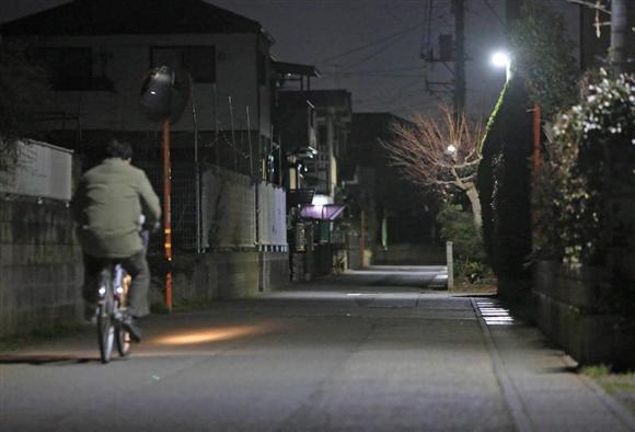 男が女子大生にわいせつな行為をした現場付近。夜になると人通りは少ない=茨城県牛久市神谷(桐原正道撮影)※写真の男性は事件に関係ありません