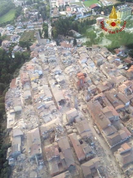イタリア地震 「がれきの下から...