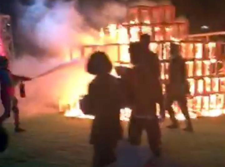 神宮イベント火災 オブジェに白熱電球 直前まで点灯 熱で ...