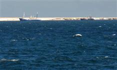北方領土周辺の巡視公開 ロシア公船と貨物船確認、護岸工事か 根室海保