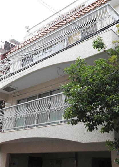 火災が起き、住人の佐藤麻衣さんが殺害されているのが見つかったマンション=5月14日午後、東京都台東区(福島範和撮影)