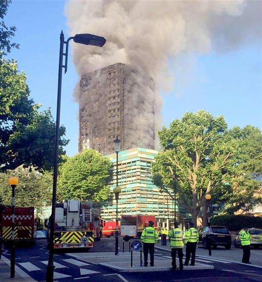 ロンドン高層アパート火災 「テロ以上の恐怖」 内部から叫び声・爆発音:イザ!サイトナビゲーションPRロンドン高層アパート火災 「テロ以上の恐怖」 内部から叫び声・爆発音PR関連ニュースPRPRPRPRトレンドizaアクセスランキングピックアップizaスペシャルPRPR得ダネ情報PRPR