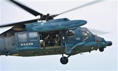 墜落空自ヘリ4人の捜索続く 飛行記録装置も見つからず