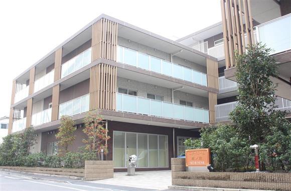 入所者の男性が殺害された有料老人ホーム「ニチイホーム鷺ノ宮」=14日午前、東京都中野区(村嶋和樹撮影)