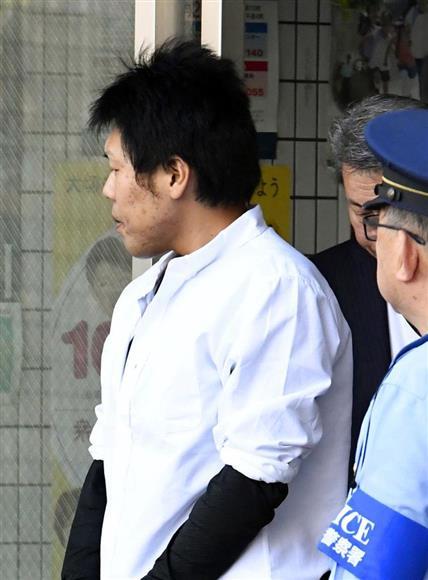 福岡空港署から移送される石橋和歩容疑者=10日午後5時9分