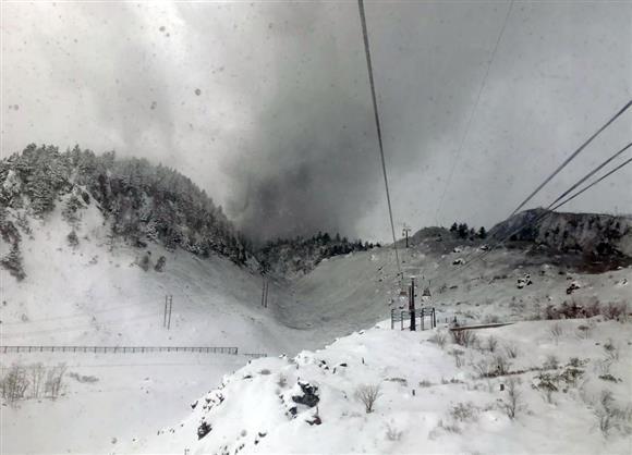 草津白根山噴火 「宙づりで生きた心地せず」ゴンドラに噴石 ...