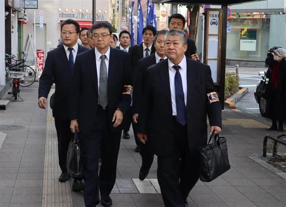 歌舞伎町の射殺事件で住吉会系事務所を捜索 逃走に関与か 警視庁:イザ!