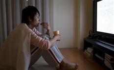 無意識にやってた 不眠を引き起こす就寝前にNGな行動とは