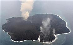 出現から1年が経過 拡大の勢い衰えない「西之島」