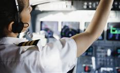 「不合格者」年間1千人…日本の航空パイロット「身体検査」事情