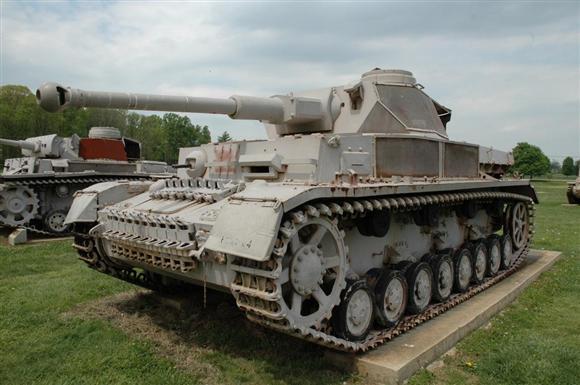 ロンメル率いるドイツアフリカ軍団(DAK)の機甲戦力を担った四号戦車F型(2005年5月、米メリーランド州アバディーン米陸軍性能試験場、岡田敏彦撮影)