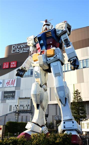 「RG1/1 RX78-2ガンダム Ver.GFT」=東京都江東区のダイバーシティ東京 プラザ2Fフェスティバル広場(撮影・津田克仁) (C)創通・サンライズ