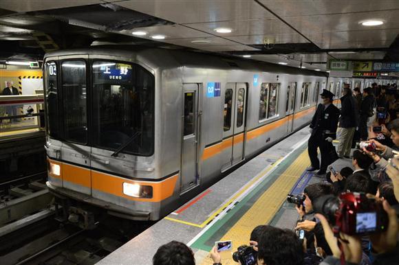 運行を終えて上野駅に到着した東京メトロ01系=10日午後、東京都台東区