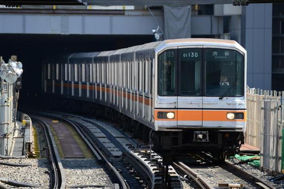 東京メトロ01系=10日午前、東京都渋谷区