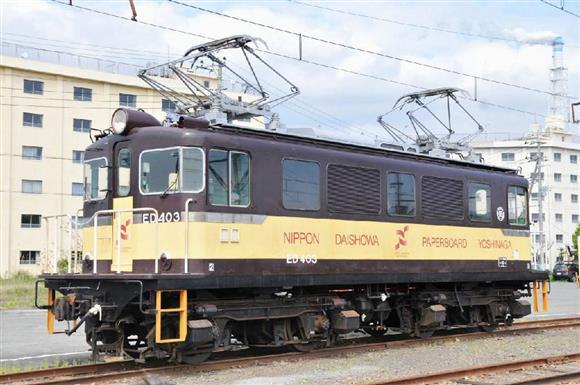 売り出し中の機関車「ED403」=静岡県富士市(岳南電車提供)