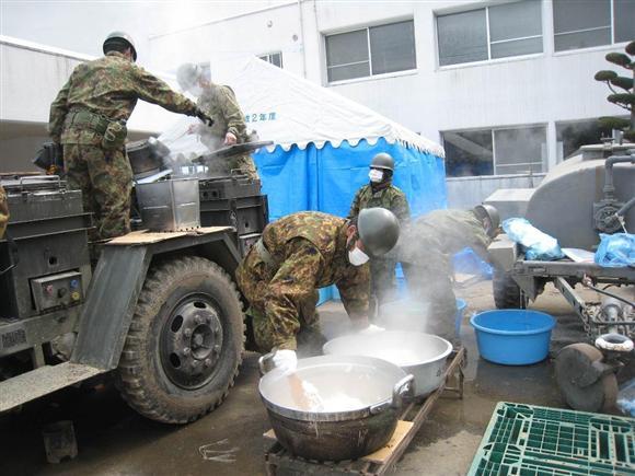 「自衛隊 東日本大震災 活躍 画像 」の画像検索結果