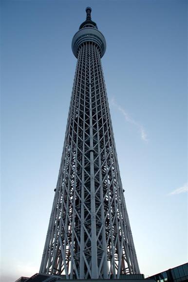 研究の現場としても機能する東京スカイツリー=平成29年7月31日、東京都墨田区(草下健夫撮影)