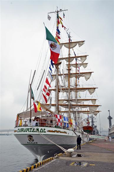 東京港に寄港したメキシコ海軍の練習帆船「クアウテモク」=6日、東京都中央区(長谷川悠人撮影)