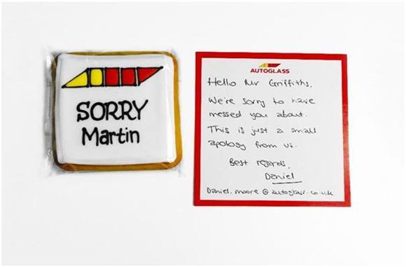 名前入りクッキーとおわびの手書きカード