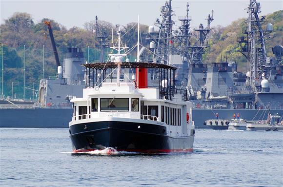 横須賀「軍港めぐり」の乗客が増えている(出典:YOKOSUKA軍港めぐりのFacebookページ)