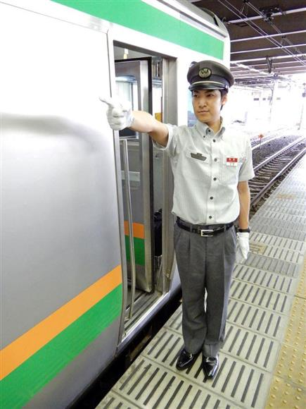 グレー色の導入から15年、安心感が浸透 JR東日本(11):イザ!サイトナビゲーションPRグレー色の導入から15年、安心感が浸透 JR東日本JR東日本の男性車掌が盛夏に着用する制服(同社提供)その他の写真PRPRPRトレンドizaアクセスランキングピックアップizaスペシャルPRPR得ダネ情報PR